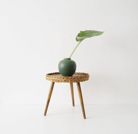 Vintage Hocker Blumenhocker Holz Hocker Rund Ein Designerstuck Von Mele Pele Bei Dawanda Blumenhocker Holz Blumenhocker Hocker