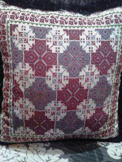 عالم المرأة خداديات مطرزة In 2021 Bohemian Rug Pillows Quilts