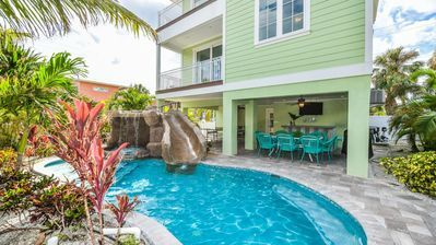 Escape Reality To This 7 Bedroom Beauty Perfect Location With Amazing Pool Spa Bradenton Beach Beach Houses For Rent Bradenton Beach Vacation Rental