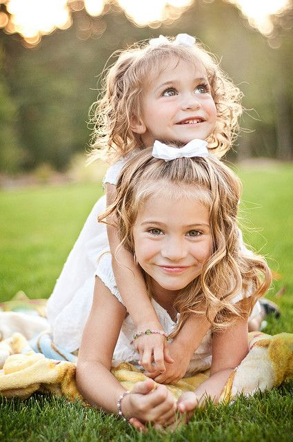 adorable sibling pose idea for family photos