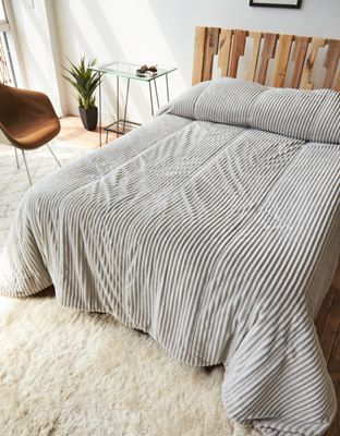 Aeo Apt Corduroy Full Queen Comforter By American Eagle Outfitters Dream On Our Bed In A Box Contains E Bedding Sets Master Bedroom Queen Comforter Box Bed