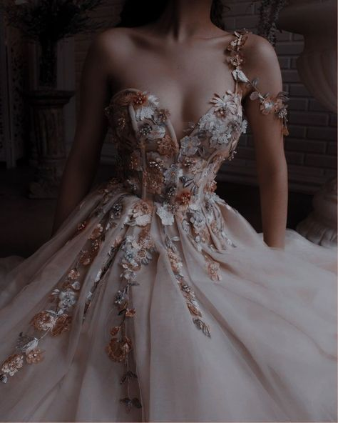 Elegant Dresses, Pretty Dresses, Vintage Dresses, Beautiful Dresses, Vintage Ball Gowns, Elegant Ball Gowns, Ball Gown Dresses, Prom Dresses, Ball Gowns Prom