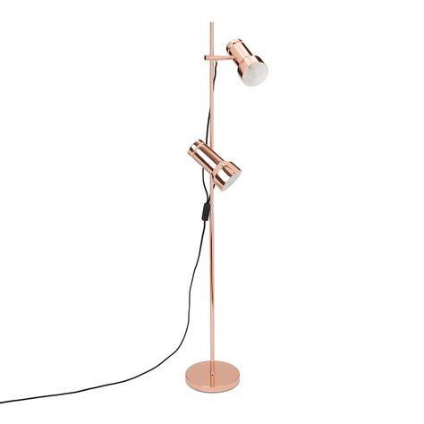 Unsere Stehlampe Skaro wird von unseren Partnern in Dänemark aus modernem Edelstahl verarbeitet und begeistert im Retro-Look der 60er Jahre. Sie ist ein zeitloser Blickfang in Ihren Räumen und variabel in der Höhe verstellbar. Für ein rundum skandinavisches Design holen Sie sich doch auch die Pendelleuchte der gleichen Kollektion in Ihr Zuhause.