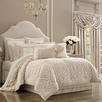 J. Queen New York Milano Queen Comforter Set In Sand