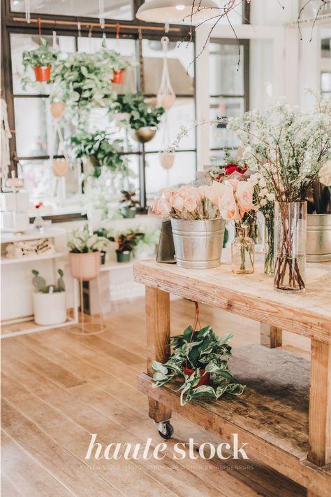 Flower shop workspace styled stock photos for florists and creative entrepreneurs featuring flower shop workspace. #hautestock #lifestyle #stockphotography #blogging #socialmedia #femaleentrepreneur #marketing #businessowner #branding #florist #flowershop #eventplanner #spring