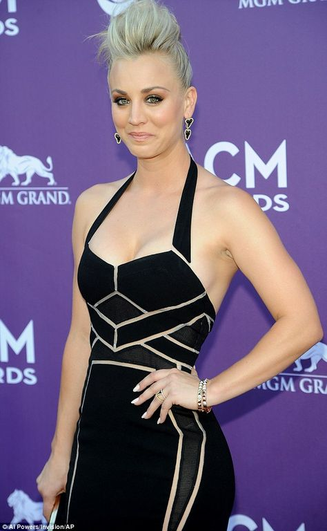 Kaley Cuoco shows off her long and toned legs in gym gear
