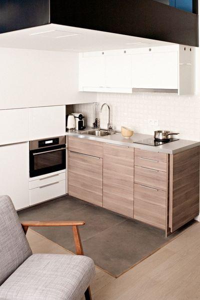 En Face Du Module Mural La Cuisine D Inspiration Nordique A Ete Nichee S En 2020 Amenagement Petite Chambre Comment Amenager Une Petite Chambre Meuble De Cuisine Ikea
