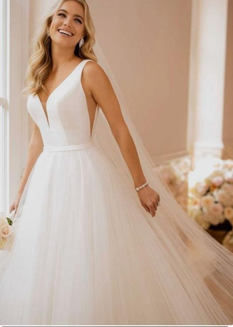 Wonderful Wedding Gown Style Simple Wedding Dress with V-Neckline by Stella York. Simple, chic and utterly amazing, this ballgown wedding dress from designer Stella York is about to make your wedding dreams come true! Classic Wedding Dress, Wedding Dress Sizes, White Wedding Dresses, Bridal Dresses, Wedding White, Preppy Wedding Dress, Wedding Dresses For Spring, Nontraditional Wedding Dresses, Wedding Dresses Stella York