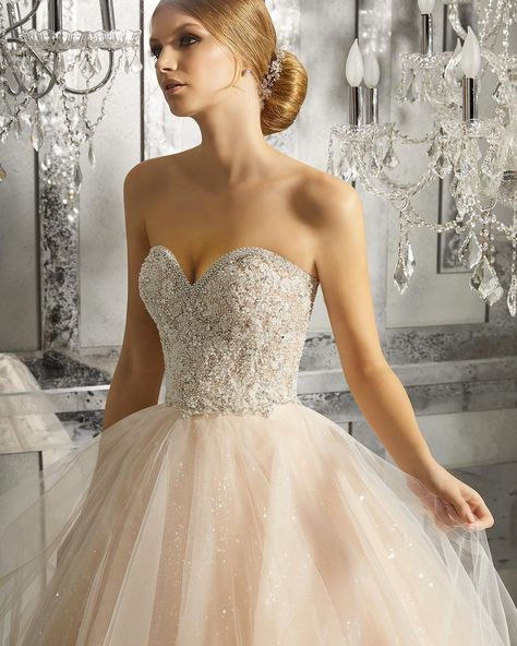 73083ed6b8 Soft tüll báliruha jellegű Main by Morilee menyasszonyi ruha szív alakú  kivágással, 3D applikációval. | Main by Morilee ekkor: 2019 | Wedding  dresses, ...