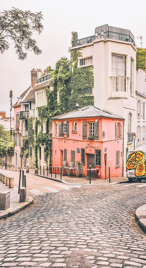 Places to visit in Paris in 2 days. Only have 2 days in Paris and want to get the most out of your trip? Here is a 2 day Paris itinerary of all the best places to visit with only a weekend.