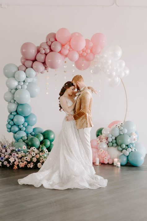 We already knew this celestial wedding inspiration would have no shortage of beautiful ideas for a magical celebration before we even looked at the images. #constellation #celestialwedding
