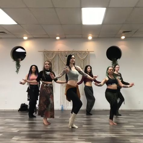 Belly Dance Lessons, Dance Tips, Dance Poses, Tribal Belly Dance, Belly Dance Outfit, Dance Workout Videos, Dance Choreography Videos, Dance Videos, Belly Dancing Videos