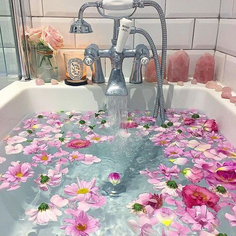 dreaming of recreating this bath #pampertime #newmum #