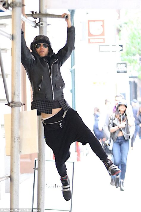 For my next trick: Jared Leto decided to make his afternoon stroll in New York a lot more ...