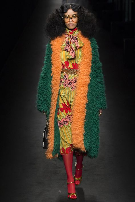 Gucci Fall 2016 Ready-to-Wear collection, runway looks, beauty, models, and reviews.