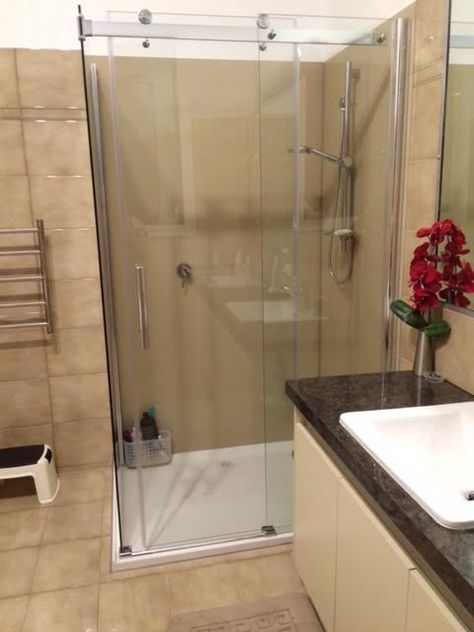 Custom Acrylic Splashbacks In Melbourne Clietns Shower No Tiles And A Groutfree Shower Are No Longer Just A Fan Acrylic Splashbacks Home Safes Interior