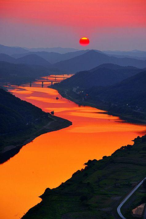 Atardecer sobre el Río Naranja en Korea