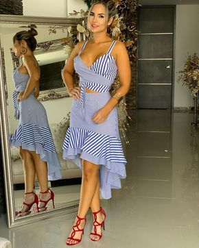 La Imagen Puede Contener 1 Persona De Pie Calzado Y Rayas Vestidos De Moda Para Mujer Ropa De Moda Ropa Elegante Para Dama