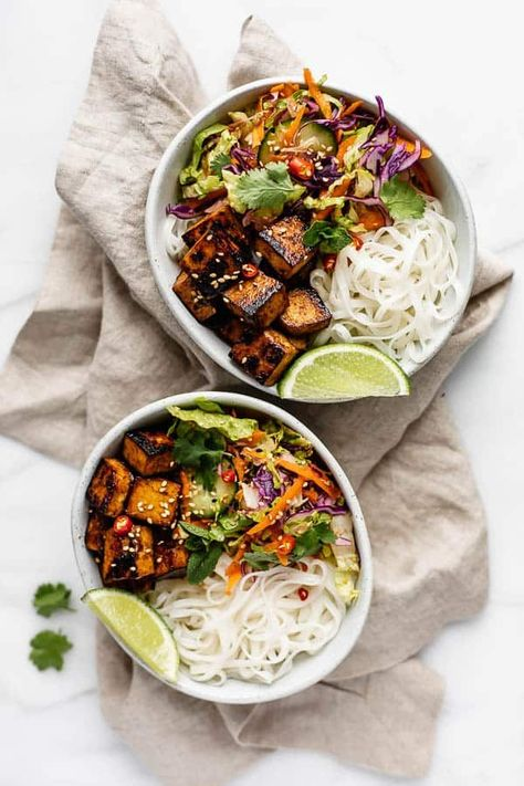 These Vietnamese noodle bowls with lemongrass tofu are fresh, healthy and all around delicious! You'll love these vegan and gluten-free noodle bowls! Vietnamese Recipes, Asian Recipes, New Recipes, Whole Food Recipes, Vegetarian Recipes, Dinner Recipes, Healthy Recipes, Ethnic Recipes, Vietnamese Noodle Salad