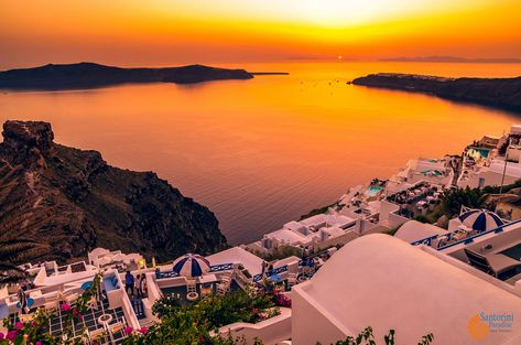 Santorini is a dream that must come true for everyone. #Santorini #Greece #santoriniparadise #santoriniexperience #housesinsantorini #traveling #travelgram #oiasunset #santorinisunset #honeymooners #staysafe