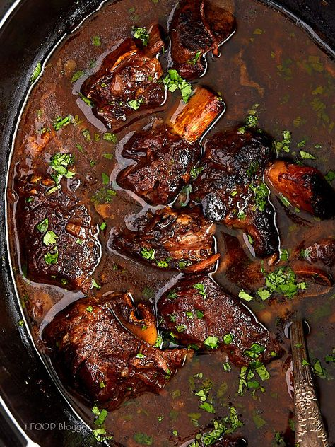 These slow cooker beef short ribs are simple to make yet big on flavor. This is one of the best Crock-Pot beef recipes. | ifoodblogger.com