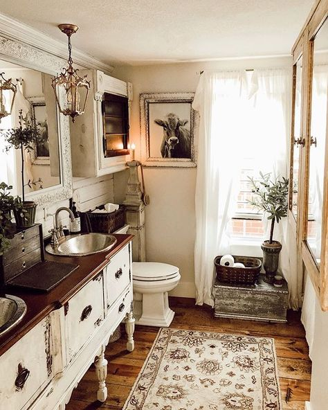 43 Charming French Country Bathroom Design And Decor Ideas On A Budget Adorable 43 Charming French C French Bathroom Decor, Modern Bathroom Design, French Country Bathroom Ideas, French Country Bedrooms, French Country Decorating, Bohemian Style Home, Chic Bathrooms, Country Bathrooms, Bathroom Inspiration