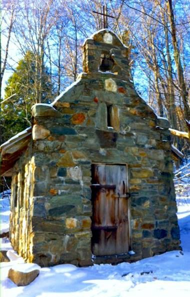 The Von Trapp Chapel In Vermont Is Located In The Most Unforgettable Setting Abandoned Churches, Abandoned Cities, Old Churches, Abandoned Mansions, My Father's House, Old Country Churches, Church Building, Chapelle, Stone Houses