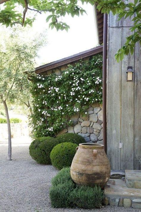 Steg Till En Vackrare Och Mer Harmonisk Tradgard Enligt Feng Shui Hardscape Beautiful Gardens Mediterranean Garden