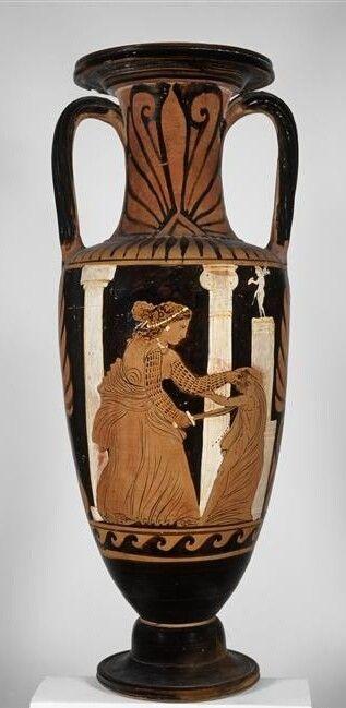 Medea Campanian Red Figure Amphora C 330 Bc Medea Kills Her