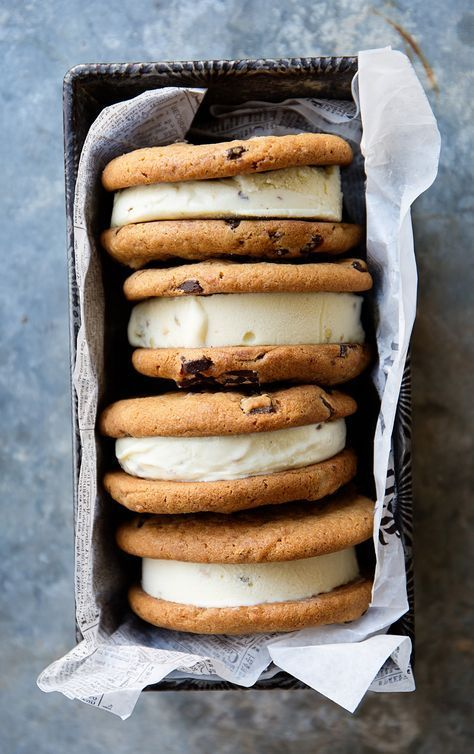 Good food photography - This is a great angle for these ice cream sandwiches. It really shows the thickness of the dessert. Ice Cream Cookie Sandwich, Ice Cream Cookies, Cookie Sandwiches, Icecream Sandwich, Yummy Treats, Sweet Treats, Yummy Food, Healthy Food, Healthy Recipes