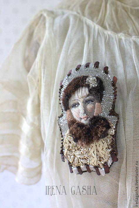 Купить или заказать Брошь B16017 в интернет-магазине на Ярмарке Мастеров. Брошь из коллекции 'BОUDOIR DOLL'. 'Capucine' - портрет вышит по реальной будуарной кукле начало ХХ века. В работе шелковые и хлопковые нити, бисер, пайетки, антикварный стеклярус, старинное кружево. Брошь очень легкая.…