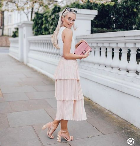 """2,405 Likes, 51 Comments - Josie // Fashion Mumblr (@josieldn) on Instagram: """"Spring in the City  Here's one of my favourite looks I've been wearing recently; shop the image by…"""""""