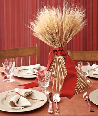 Learn how to creative this festive harvest wheat centerpiece. #holiday #decorations Tutorial
