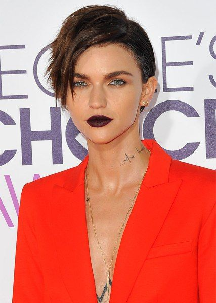 The Best Red Carpet Beauty Moments Of 2017 Short Hair Styles Beauty Hair Brained
