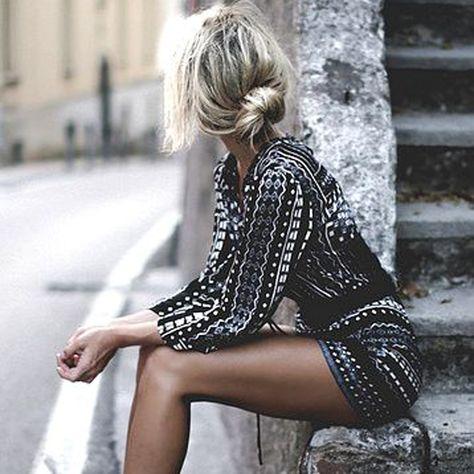 Robe sexy et chignon décoiffé... On adore !