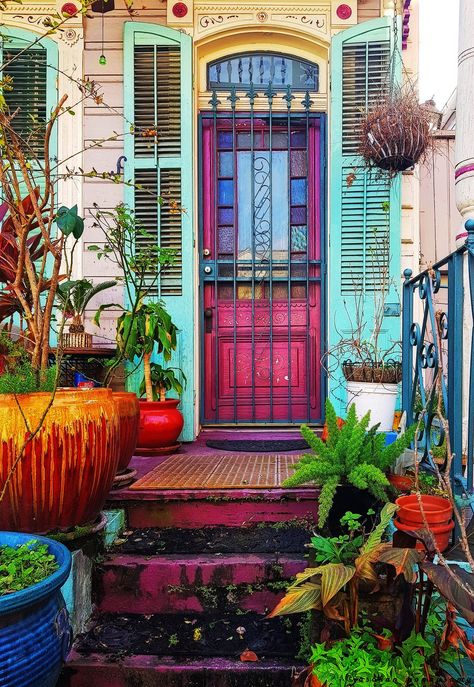 Entrance to an old house at French Quarters of New Orleans #outdoordecorentrance