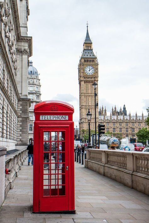 On this 10 day London Paris itinerary, spend 3 days in Paris, 5 days in London and day trip to Stonehenge. Perfect itinerary for a first visit to Europe. London Telephone Booth, London Phone Booth, Places Around The World, Travel Around The World, Paris Torre Eiffel, Tour Eiffel, Paris Itinerary, Excursion, Things To Do In London