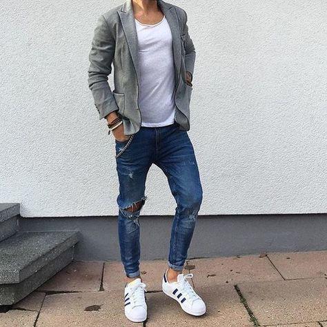 Un look casual avec un jeans troué et des baskets #look #men #casual #mode #fashion #fashionformen