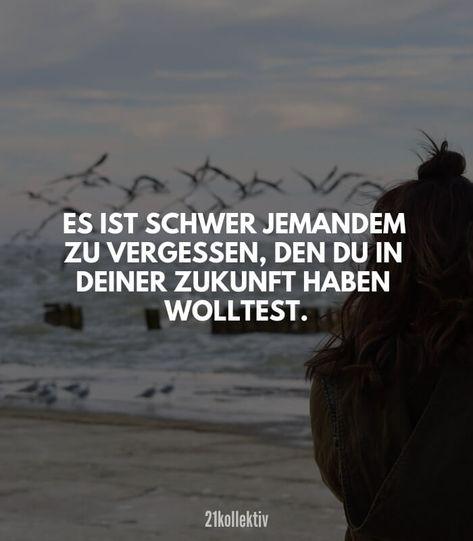 Es ist schwer jemanden zu vergessen, den du in deiner Zukunft haben wolltest. // Finde und teile inspirierende Zitate, #Sprüche und #Lebensweisheiten auf 21kollektiv.de