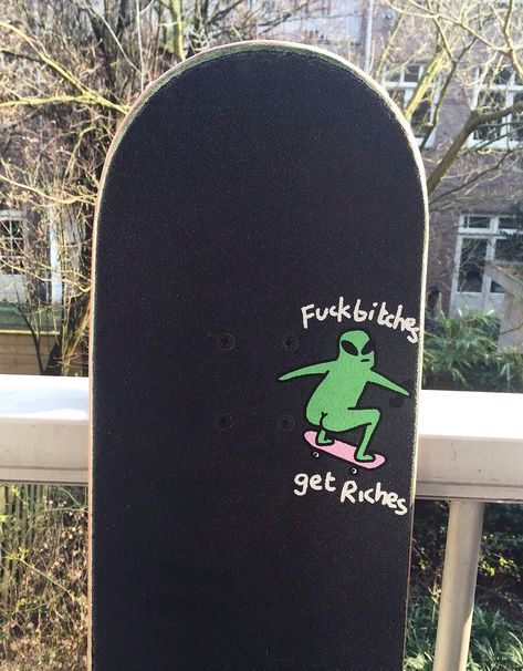 Skate Boards Discover grip slices and other grip art: Photo grip slices and other grip art: Photo Painted Skateboard, Skateboard Deck Art, Skateboard Design, Skateboard Girl, Skateboard Tumblr, Skateboard Party, Penny Skateboard, Art Patin, Skate Photos