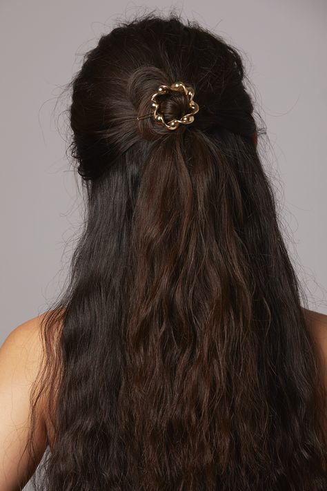 td {border: 1px solid #ccc;}br {mso-data-placement:same-cell;} td {border: 1px solid #ccc;}br {mso-data-placement:same-cell;} This barrette is something to both twist and shout about. With a twisted design and a slider closure, the Natalie Barrette isn't like regular barrettes. It's a cool barrette. Twisted square barrette Recommended for a half ponytail or adorning the end of a braid Ideal for medium to thick hair Recycled brass Slider closure Store this safely in its pouch Recommended for wear Natural Brown Hair, Brown Wavy Hair, Long Dark Hair, Thick Hair, Fairy Hairstyles, Down Hairstyles, Cute Hairstyles, Straight Hairstyles, Aesthetic Sweaters