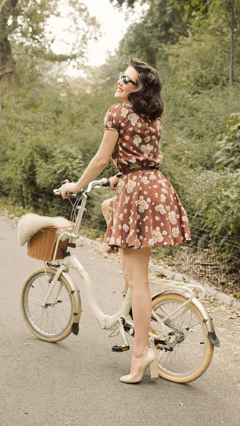 #retro #vintage #old #antique #bike #bici #bicicleta #girl #bicycle #cute #nice #inspiration #pretty #style
