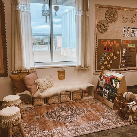 """Halie   Kinder Teacher (@abcswithmissb) posted on Instagram: """"CLASSROOM 📖 LIBRARY ⋒ ⋒ ⋒ My little classroom library area got a much needed update with a new rug from my friends at @wellwovenrugs ✨ I…"""" • Nov 9, 2020 at 10:53pm UTC Modern Classroom, Classroom Setting, Classroom Setup, Classroom Design, Science Classroom, Future Classroom, Classroom Organization, Classroom Management, School Classroom"""