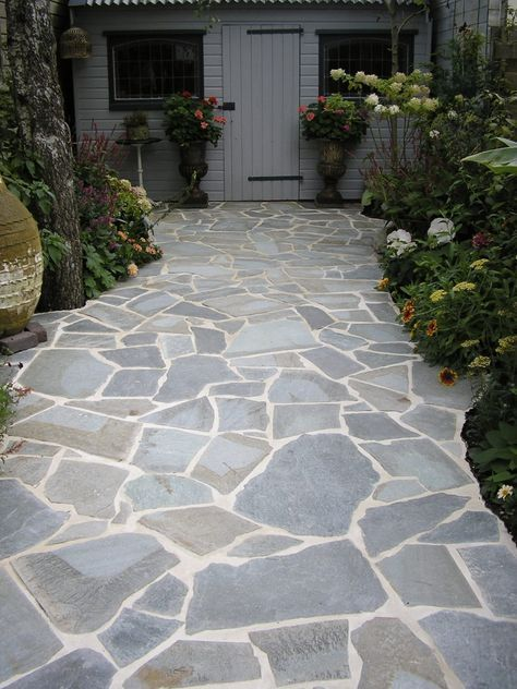 Beautiful Garden Paths And Walkways Design Ideas Stone Whether This Be On The House Itself As An Architectu Patio Stones Stone Patio Designs Flagstone Patio