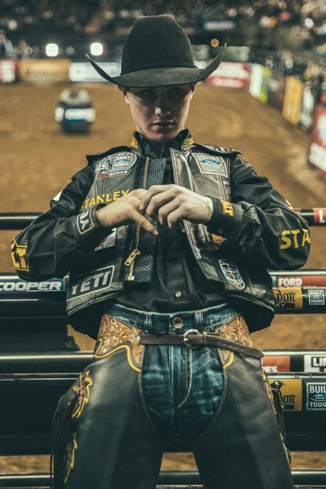 We Don't Have Words for the Fashion at NYC's Annual Bull Riding Extravaganza, But We Do Have Insane Photos The Fearless Fashion at NYC's Professional Bull Riders Buck Off Cute Country Boys, Looks Country, Hot Country Men, Rodeo Cowboys, Hot Cowboys, Real Cowboys, Cowgirls, Jess Lockwood, Redneck Boys