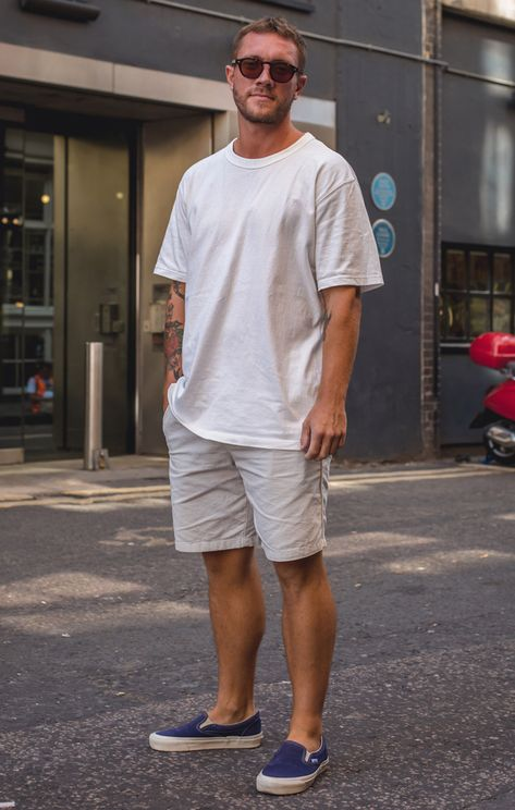 Street Style Photographs by FashionBeans: James Grunge Style, Soft Grunge, Stylish Men, Men Casual, White Tshirt Outfit, Street Style Inspiration, Men's Street Style Photography, Tokyo Street Fashion, Le Happy