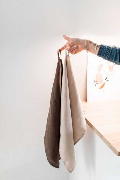 Enjoy this natural linen tea towel set in beige and brown color this season - the perfect touch for fall.