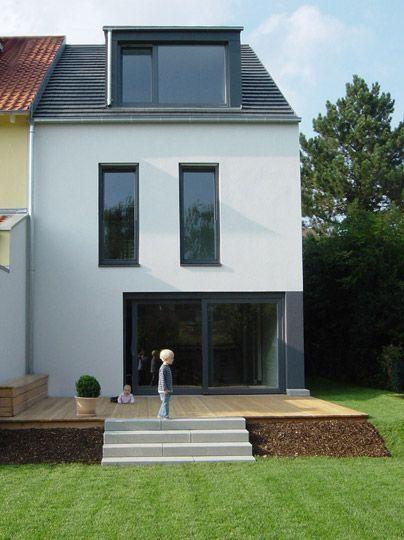 Fassadengestaltung reihenhaus beispiele  Anbau mit Flachdach und Holzverschalung aus Lärchentrapezleisten ...