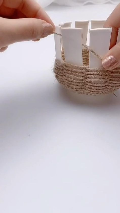 DIY,Make a flower arrangement with rope and disposable paper cups