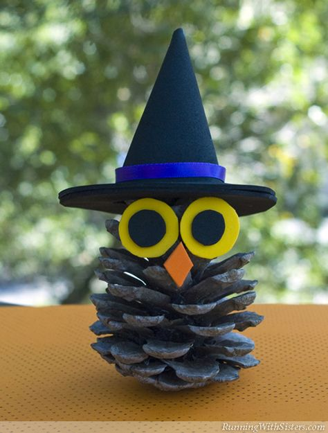 Pinecone Owl Witchy Pinecone Owl - fun Halloween kid craft using a pinecone and craft foam or felt!Witchy Pinecone Owl - fun Halloween kid craft using a pinecone and craft foam or felt! Manualidades Halloween, Halloween Crafts For Kids, Easy Crafts For Kids, Holiday Crafts, Pine Cone Crafts For Kids, Halloween Halloween, Family Crafts, Pinecone Crafts Kids, Homemade Halloween Decorations